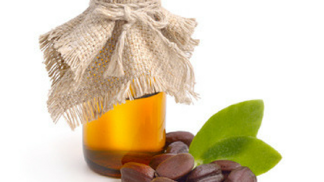 Treat Scalp Issues with Jojoba Oil