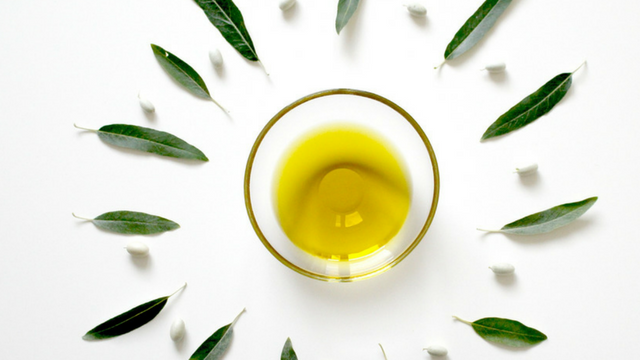 10 Anti-Aging Natural Oils You Should Add to Your Beauty Regimen in 2018