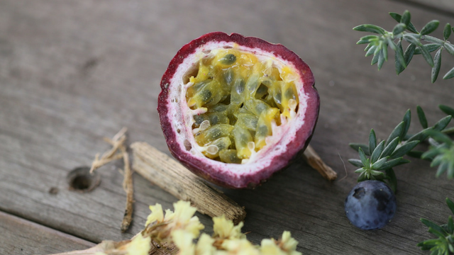 Maracuja (Passion Fruit) Oil for Dry and Damaged Skin Care